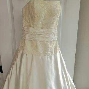 Dresses & Skirts - Make Offer! Never Worn Wedding Dress